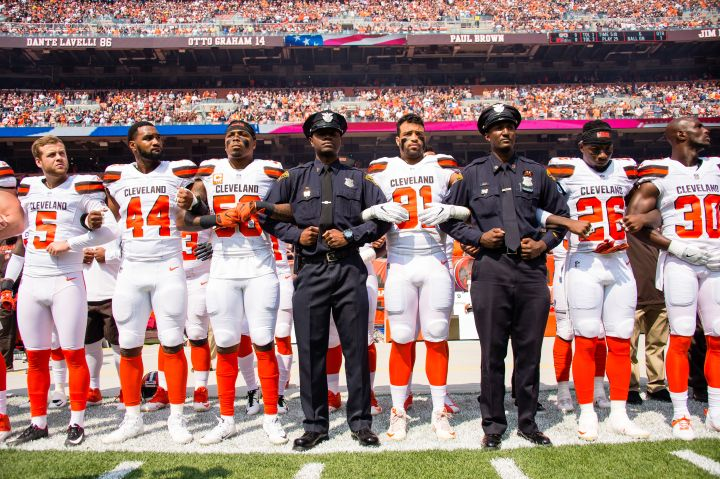 Cleveland Browns lock arms in solidarity with Police
