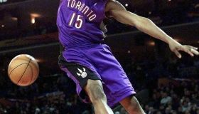 Toronto Raptors player Vince Carter gets his arm t