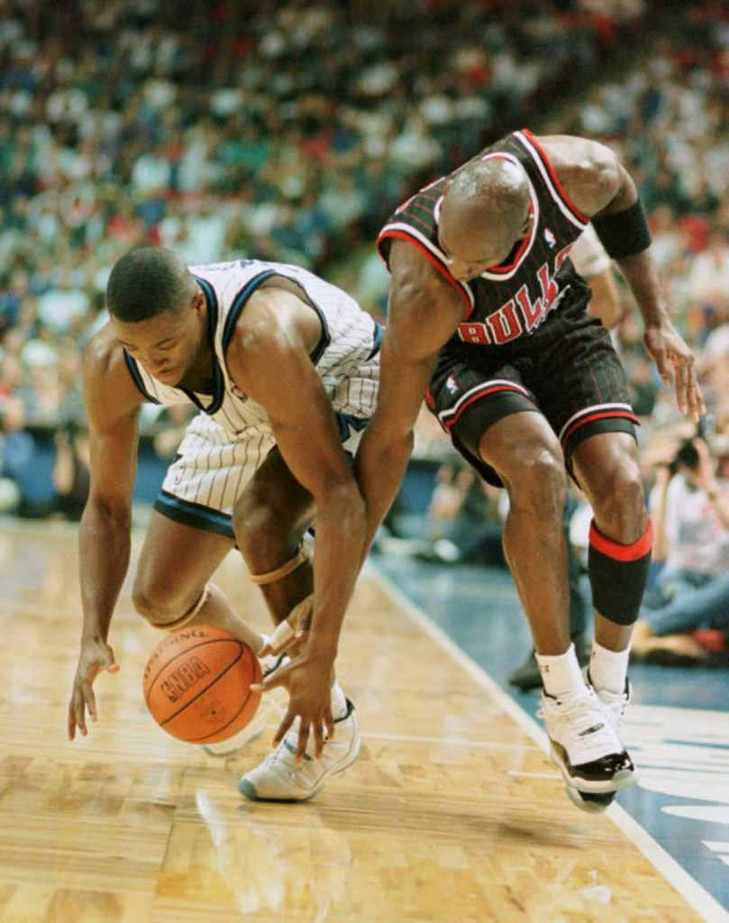 Orlando Magic guard Nick Anderson (L) takes contro