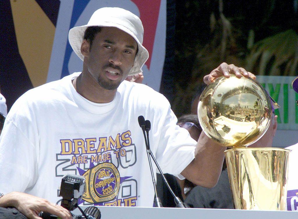 Kobe Bryant puts his hand on the NBA championship