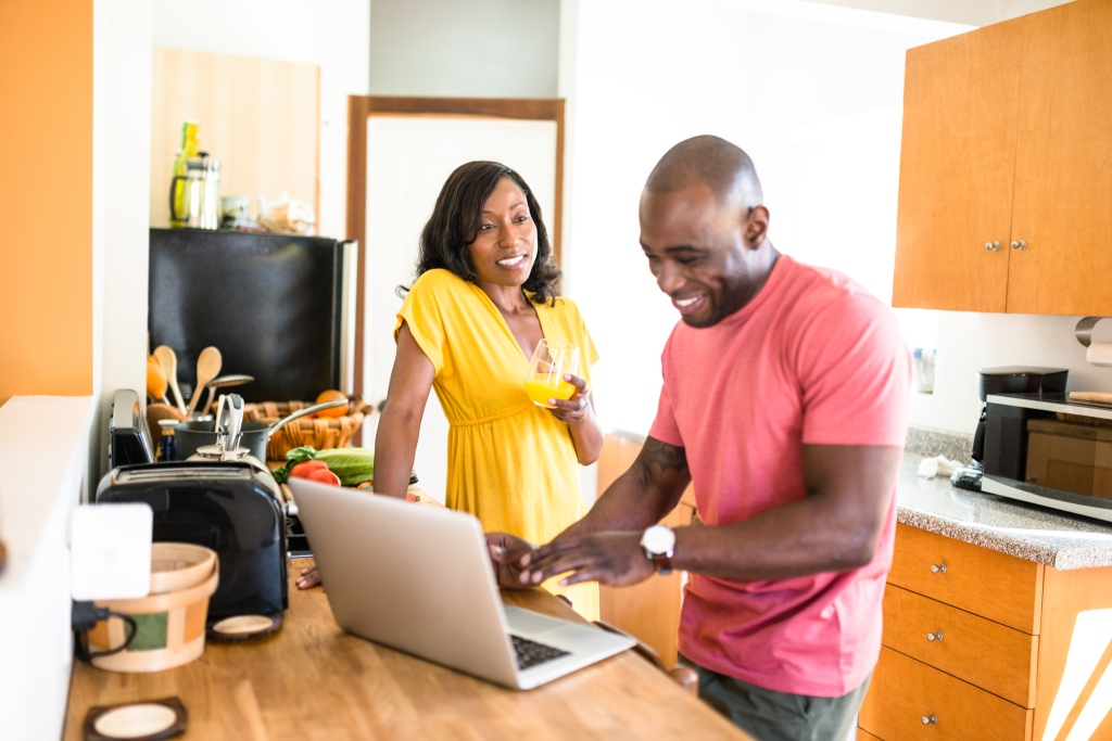 african family doing the breakfast on the pc