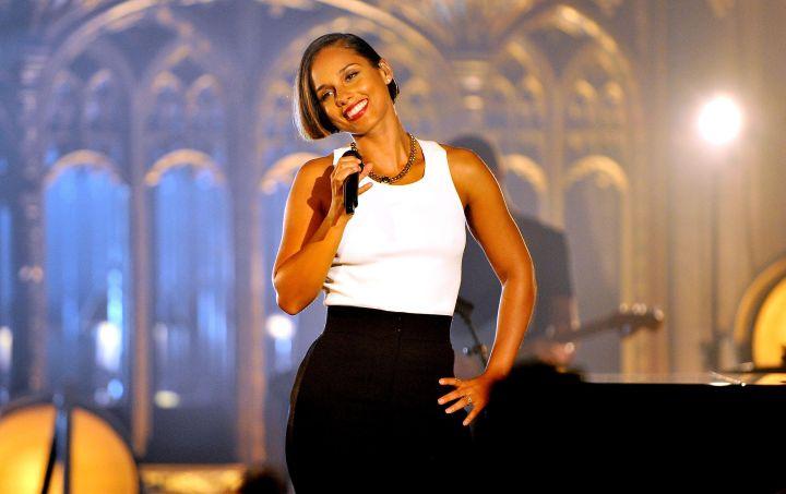 Alicia Keys Performs at MTV Crashes...Manchester