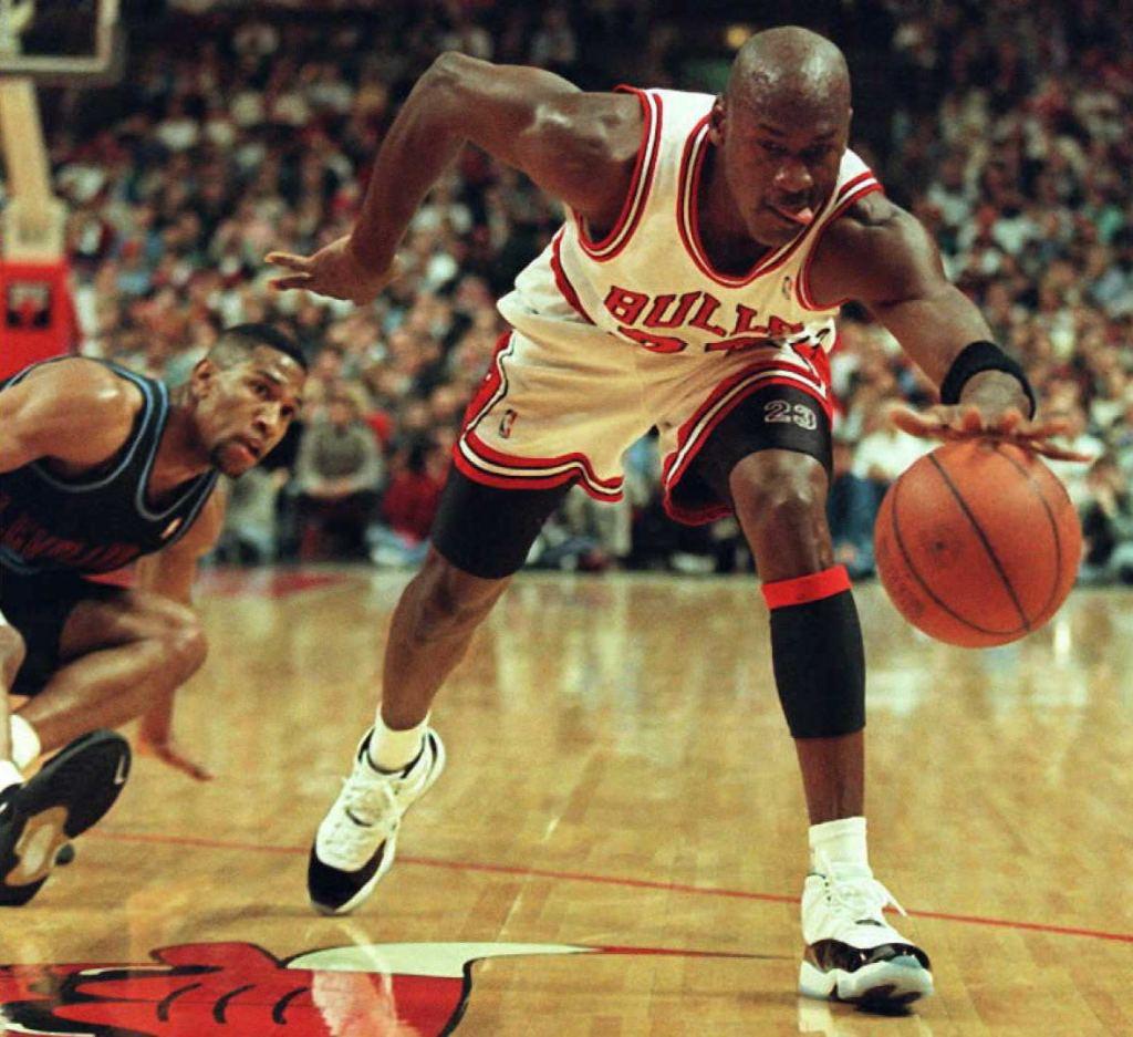 Michael Jordan of the Chicago Bulls (R) recovers t