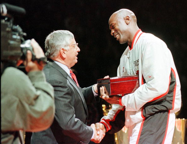 Michael Jordan (R) of the Chicago Bulls shakes han