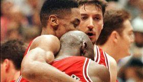 Scottie Pippen (L) hugs Chicago Bulls teammate Mic