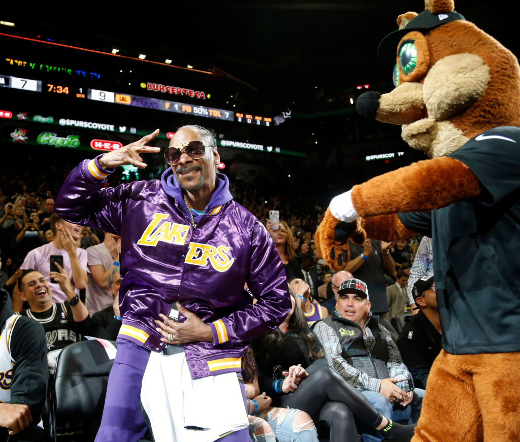 Snoop Dogg Keeps Promise, Gets New Lakers Championship Tattoo