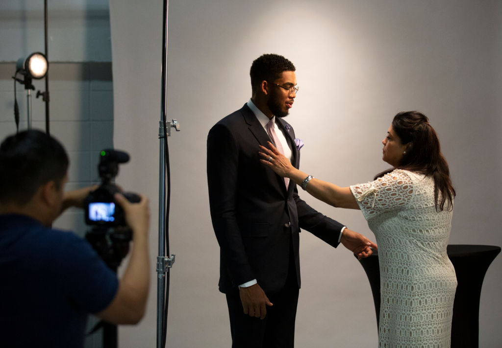 Timberwolves player Karl Anthony Towns with his family before being named rookie of the year.