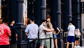 Shoppers In Manhattan As Consumer Comfort Index Improves