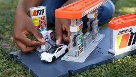 Mattel CarbonNeutral® Matchbox® Tesla Roadster